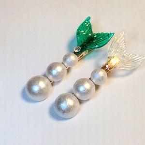 3/$20 Set of 2 Pearl Mermaid Tail Hair Clips